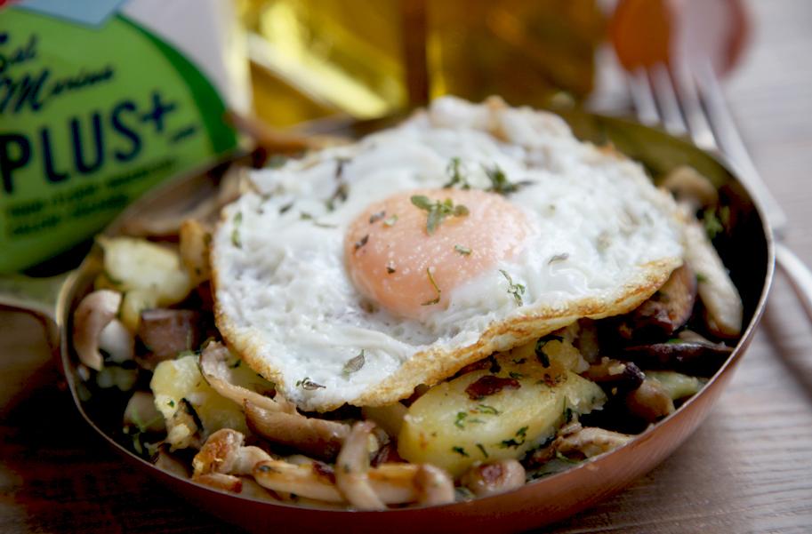 Sartén de setas, patatas, foie y huevo rústico