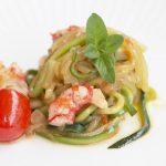 Spaguetti de calabacín con carabineros y albahaca