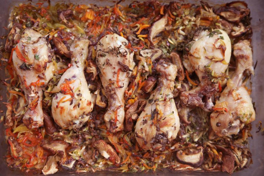 Muslos de pollo con fideos de verduras