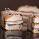 Sándwich prensado de embutidos