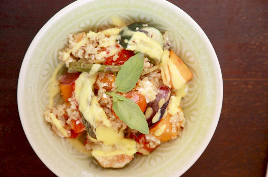 Ensalada de quinoa con salsa de mango