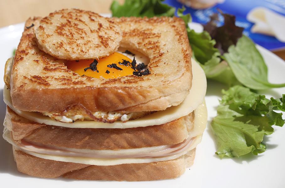 Sandwich mixto con huevo y trufa
